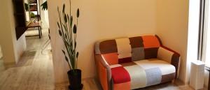 1518店内のソファー